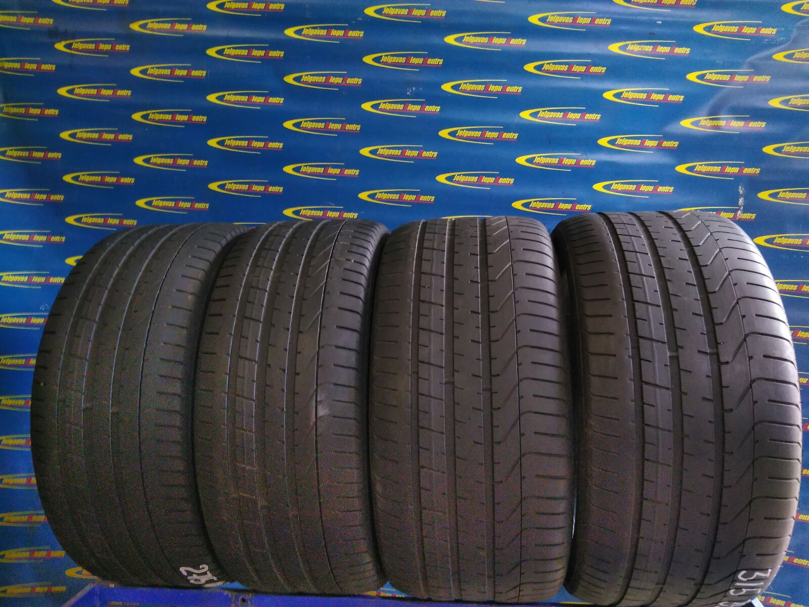 Lietota 275/40/R20 105W Pirelli P Zero RFT (protektora dziļums 3.5...3mm)